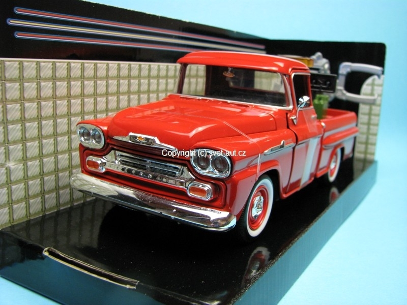 Chevrolet Apache 1958 Fleetside Pick Up Wrecker 1:24 Motor Max